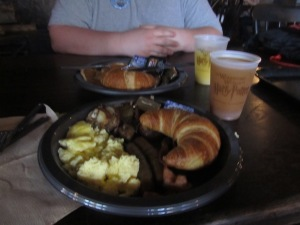 On Tuesday, we had breakfast at Three Broomsticks in Hogsmeade. Delicious! I tried the pumpkin juice there - Not bad!
